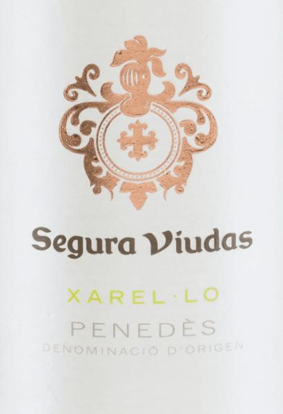 La Xarel-Lo monocépage de Segura Viudas brille d'une belle couleur jaune paille dans le verre. Les arômes du nez révèlent un bouquet aux multiples facettes, allant de la pomme verte juteuse à l'ananas mûr, en passant par une touche minérale. En bouche, les notes du bouquet se reflètent et sont accompagnées de citron frais et d'un peu d'anis. Le personnage est merveilleusement corsé, avec un corps saisissant et une acidité animée. Recommandation alimentaire pour le Segura Viduas Xarel-Lo Ce vin blanc espagnol se marie parfaitement avec les rouleaux de dinde aux courgettes, le pâté au ragoût d'asperges, le poêlon de riz au poisson ou même en solo sur le balcon.
