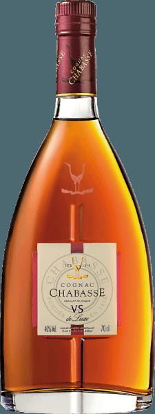 LeCognac VS de Luxe de Cognac Chabasse est une eau-de-vie douce et harmonieuse issue des cépages Ugni Blanc (80%), Colombard (15%) et Folle Blanche (5%). Dans le verre, ce cognac brille d'un léger ambre aux reflets dorés. Le bouquet séduisant révèle de merveilleux arômes de vanille, de noix et de fines épices. En outre, les notes florales typiques du cognac s'y joignent. En bouche, cette eau-de-vie française est merveilleusement douce et harmonieuse, avec une force et une personnalité bien présentes. Dans la longue finale, les notes florales et épicées reviennent au premier plan. Vinification duChabasse Cognac VS de Luxe Les raisins de ce Cognac sont récoltés très tôt et fermentés pour donner un vin blanc très acide. L'acidité protège contre l'oxydation, car le Cognac n'est pas sulfuré. Ce vin de base est maintenant distillé deux fois dans un alambic à chaudière en cuivre selon la méthode de distillation charentaise traditionnelle. Des fûts en chêne du Limousin sont choisis pour la maturation. Ce Cognac y mûrit pendant au moins deux ans. Recommandation de service pour leVS de Luxe Cognac Chabasse Cette eau-de-vie de France se marie très bien avec un café rond, en digestif, ou encore avec une soirée au coin du feu avec un cigare léger.