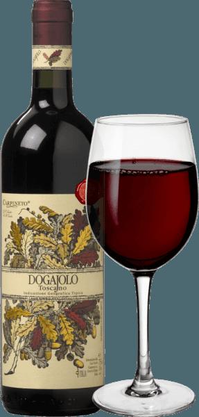 Le Dogajolo Toscano Rosso de Carpineto est le classique parmi les bébés supertuscans. Comme pour tous les supertuscans, le Sangiovese, raisin du Chianti, est le cœur du vin. Le Cabernet Sauvignon et d'autres cépages sont ajoutés. La couleur du Dogajolo Rosso se décrit le mieux par un rouge cerise vif. D'une densité moyenne dans le verre, il a une élégante odeur de cerises acides mûres, complétée par un peu de grenade et de groseille rouge. De délicates nuances de vanille et une fine touche de chêne complètent le tout. En bouche, leDogajolo Toscano Rosso est agréablement frais, vif et grippant. Des tanins présents mais bien intégrés et une acidité de fruit frais donnent au vin de la tenue et du caractère. Un excellent compagnon alimentaire, qui n'abandonne pas le fantôme même avec une nourriture riche et grasse. Vinification du Dogajolo Toscano Rosso Les raisins sont récoltés séparément selon le cépage et vinifiés séparément. Ils mûrissent ensuite dans de petits fûts de chêne usagés, où la transformation biologique de l'acide a également lieu. Après sa mise en bouteille en mars et avril de l'année suivante, ce vin rouge de Toscane est vendu directement, mais peut aussi être vieilli plusieurs années sans problème. Recommandations alimentaires pour le Dogajolo Toscano Rosso de Carpineto Savourez cette cuvée toscane avec des plats de viande consistants, du bœuf et du porc grillés ou avec un plat de saucisses consistantes avec du bon pain de campagne. Bien sûr, le Dogajolo Rosso se marie aussi parfaitement avec des plats de pâtes à la viande ou des sauces tomate. Prix pour le Carpineto Dogajolo Rosso Sélection : 3 étoiles (très bien) pour 2015 Passionné de vin : 86 points pour 2015 Wine Spectator : 86 points pour 2014 Wine Align : la meilleure valeur pour 2012 World Wine Award du Canada : médaille d'or pour 2012