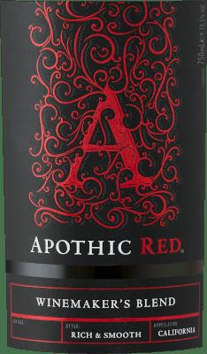L'objectif des vignerons de Apothic Wines est de créer des vins de caractère, qui s'adressent en même temps à un large public. Pour ce faire, la viticultrice Debbie Juergenson s'appuie sur les particularités des différentes sortes de raisins qui entrent dans la composition des vins Apothic. Ils ont donc créé aujourd'hui les extraordinaires cuvées Apothic Red et Dark, l'une fruitée, l'autre plutôt acidulée. Le charme gothique des étiquettes, qui évoque le Moyen Âge sombre et mystérieux, constitue un autre argument de vente unique. Un compagnon idéal pour une soirée historique ou le prochain film d'horreur ! L'Apothic Red de Apothic Wines de Californie offre une couleur rouge cramoisie brillante dans le verre tourbillonné. Versé dans un verre à vin rouge, ce vin rouge des États-Unis offre des arômes merveilleusement parfumés de cerise noire, de mûre, de prune et de myrtille, arrondis par la cannelle, la vanille et les épices orientales. Le Apothic Wines Apothic Red nous montre un palais incroyablement fruité, ce qui n'est pas sans raison en raison de son profil de saveur de douceur résiduelle. Sur la langue, ce vin rouge équilibré se caractérise par une texture incroyablement dense. Grâce à son acidité fruitée équilibrée, le Rouge Apothic flatte le palais avec une sensation veloutée sans pour autant manquer de fraîcheur. La finale de ce jeune vin rouge de la région viticole de Californie convainc finalement par une bonne réverbération. Vinification du rouge Apothic Apothic Wines L'Apothic Red des États-Unis est une cuvée équilibrée, élaborée à partir des cépages Cabernet Sauvignon, Merlot, Primitivo et Shiraz. Après les vendanges manuelles, les raisins sont immédiatement acheminés vers la cave. Ici, ils sont sélectionnés et soigneusement fragmentés. La fermentation se déroule dans des cuves en acier inoxydable à température contrôlée. Une fois la fermentation terminée, l'Apothic Red peut continuer à s'harmoniser sur les lies fines pendant quelques mois. Recommandation