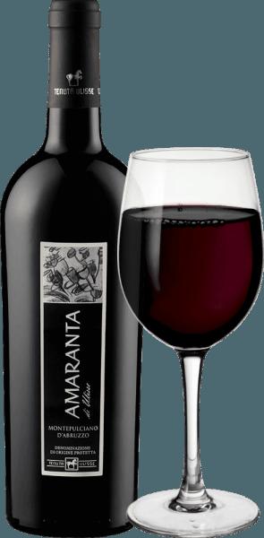 L'AMARANTA di Ulisse Montepulciano d'Abruzzo DOC de Tenuta Ulisse est un Cru. Ce vin rouge italien puissant coule dans le verre dans un rouge rubis très plein et élégant. Au nez, il présente des arômes très complexes et généreux avec de merveilleuses notes de prunes et de confiture de cerises. Ces arômes de fruits sont étayés par des nuances de tabac et un arrière-goût épicé. En bouche, cet impressionnant Montepulciano d'Abruzzo est magnifiquement équilibré et complexe, avec des tanins agréables bien intégrés dans la structure. Corsé et puissant, ce rouge est un vrai régal avec un potentiel alcoolique superbement équilibré. Avec un long final chaud et opulent, l'Amaranta convainc tout au long de la ligne. Un vin d'une classe incontestable, un merveilleux hommage plein d'amour et de respect au plus important cépage rouge des Abruzzes. Il est à noter que l'AMARANTA di Ulisse, comme les autres vins de Tenuta Ulisse, présente un excellent rapport qualité-prix. Vinification de l'Amaranta di Ulisse de Tenuta Ulisse Les raisins de ce Cru Montepulciano d'Abruzzo poussent dans de très vieilles vignes, sur des ceps tout aussi vieux, qui ont pu enfoncer leurs racines dans le sol calcaire et finement argileux pendant 30 à 35 ans en moyenne. L'environnement très chaud et les faibles précipitations, ainsi que les fortes fluctuations entre les températures diurnes et nocturnes, permettent aux raisins de bien mûrir sans perdre leur acidité. Après la récolte manuelle très sélective, une partie est récoltée en surmaturité pour l'Amaranta, les raisins sont ouverts dans la cave de Tenuta Ulisse, foulés et le moût est fermenté sous contrôle de température. Ensuite, l'Amaranta mûrit pendant 9 à 12 mois dans des barriques de haute qualité en chêne français et américain. Le cépage autochtone Montepulciano d'Abruzzo a connu une véritable renaissance ces dernières années. Jusqu'à aujourd'hui, on ne sait pas grand-chose sur les origines de ce raisin noir. Pendant longtemps, il a été attribué 